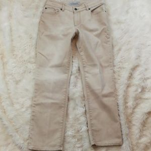 CHICOS Ultimate Fit Slim Leg Jeans Size 0.5 or 6
